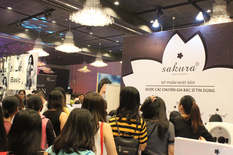 Gần 1000 phụ nữ được khám da, nhận quà từ Sakura trong Ngày Hội Phái Đẹp