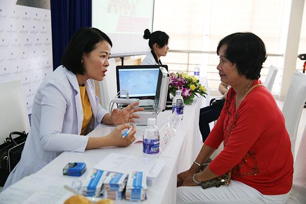 Chuyên gia da liễu hàng đầu khám và tư vấn điều trị nám miễn phí tại Trà Vinh