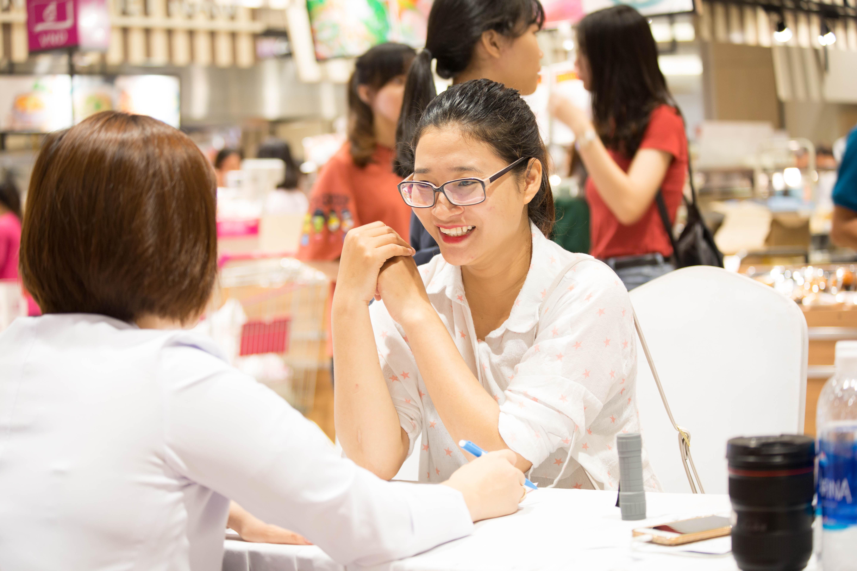 """Giải mã sức hút """"khó cưỡng"""" của ngày hội soi khám da miễn phí cùng bác sĩ tại Aeon Mall"""