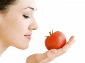 Trắng da đẹp tóc với cà chua trắng và đỏ