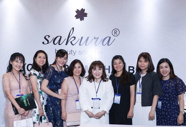 600 bác sĩ tham quan gian hàng Sakura trong Hội nghị da liễu miền Nam