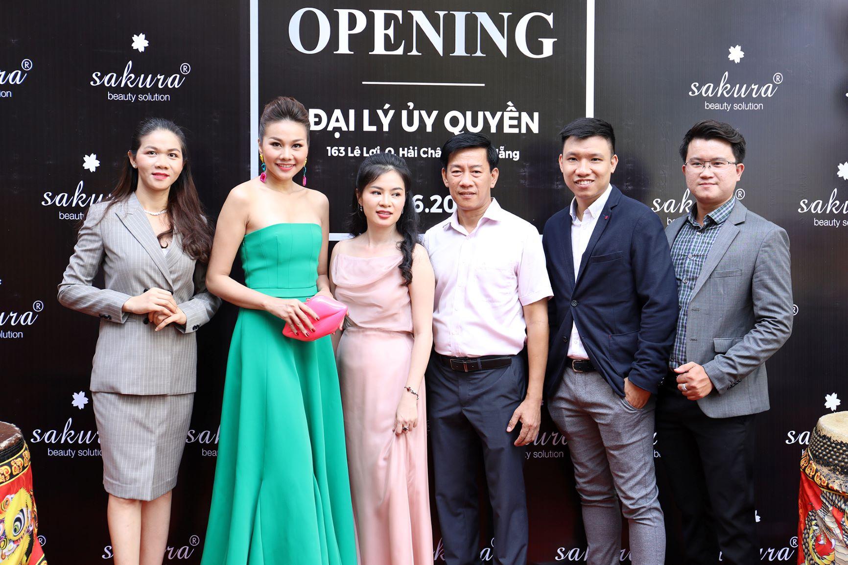 Thanh Hằng lần đầu tham dự khai trương Showroom Sakura Đà Nẵng