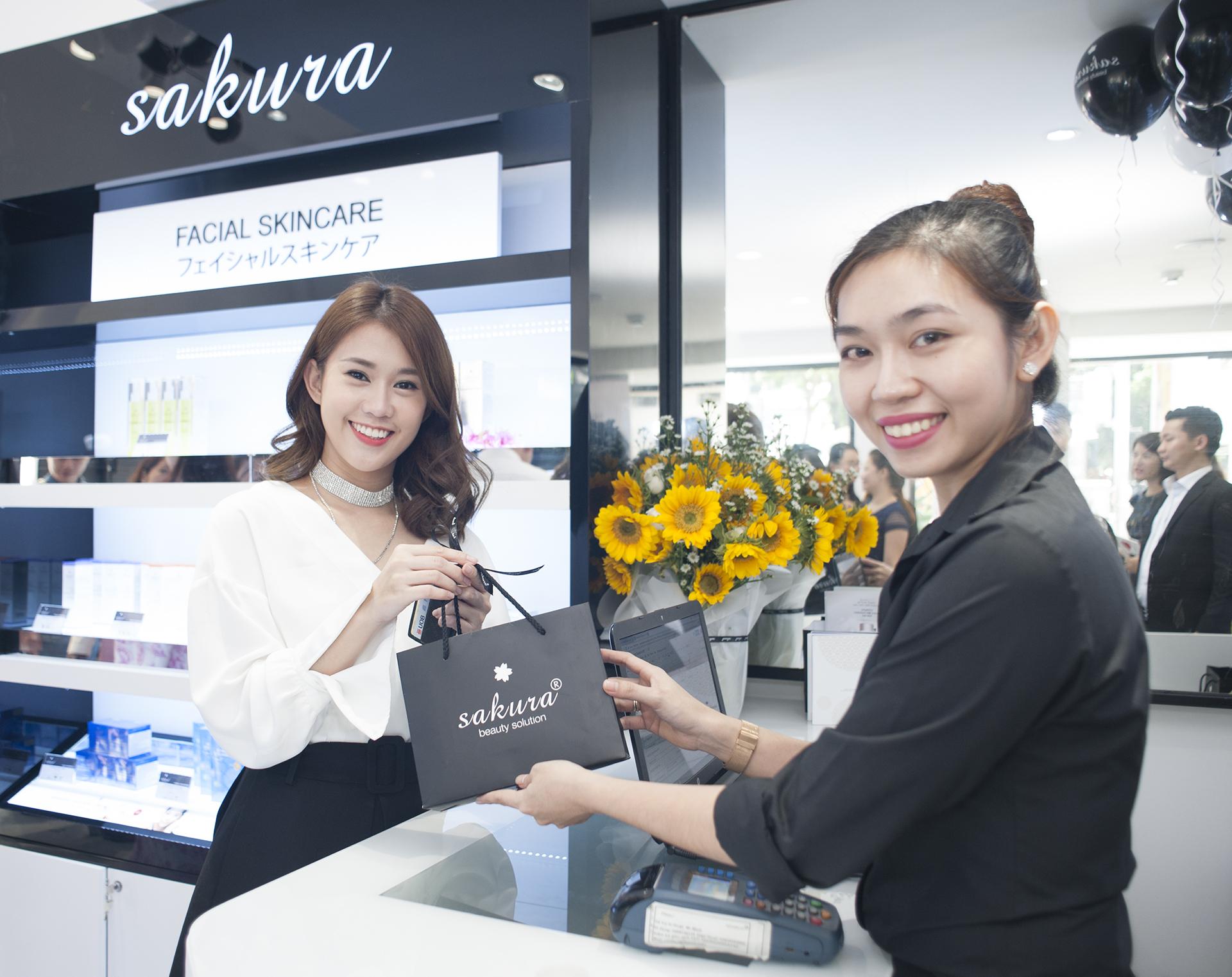 Tưng bừng khai trương showroom Sakura Hai Bà Trưng