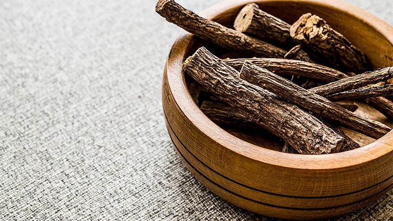 Chiết xuất cam thảo có tác dụng làm dịu và dưỡng ẩm cho da