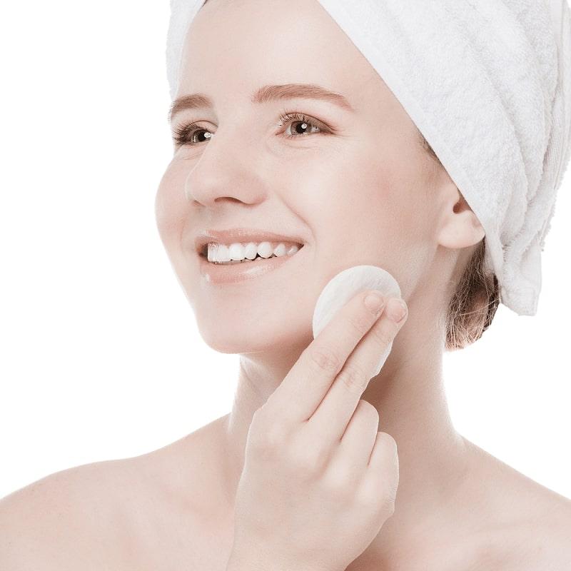 sử dụng toner ngay sau khi tẩy trang và dùng sữa rửa mặt