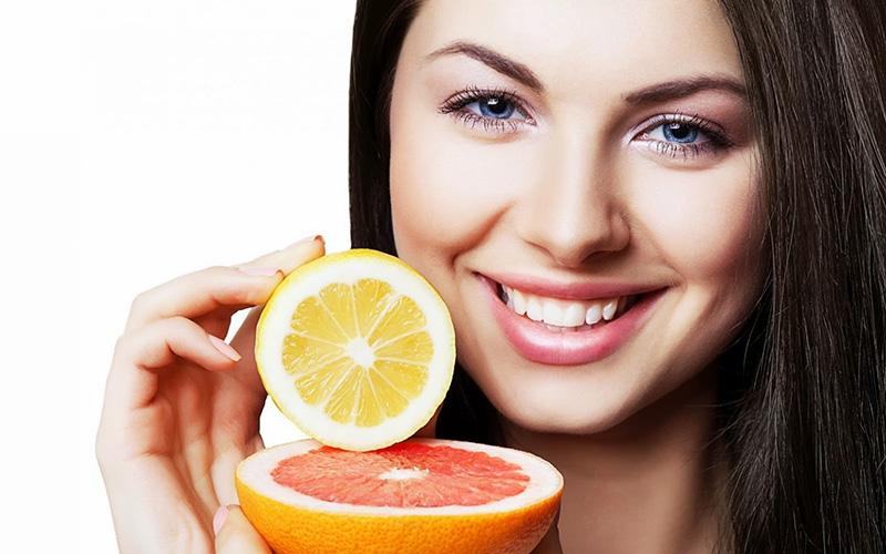 Vitamin C giúp giảm thiệt hại cho da khi tiếp xúc với ánh nắng