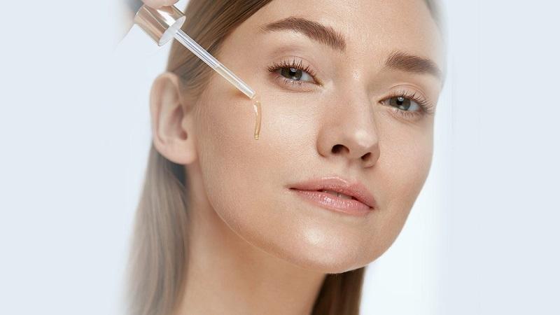 sử dụng serum giúp cải thiện các vấn đề về da triệt để